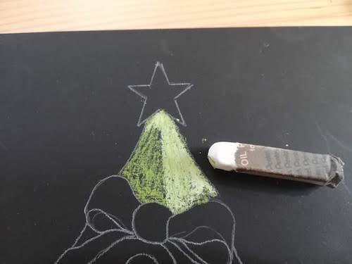 クリスマスツリーをオイルパステルで光を着色