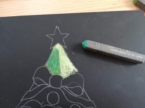 クリスマスツリーをオイルパステルで影を着色
