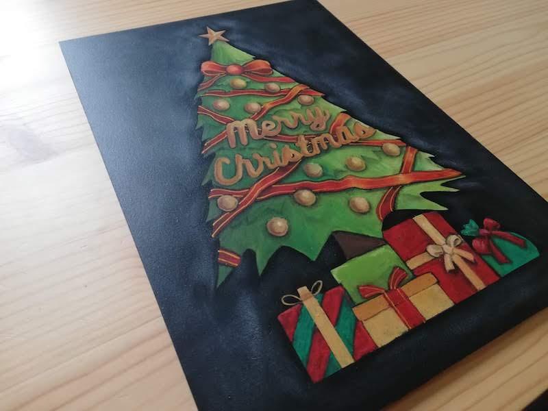 チョークアートでクリスマスツリー完成